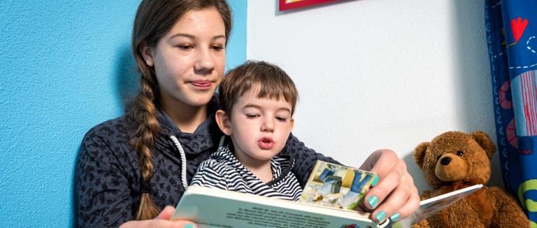 babysitterin-noemi-zinniker12139_redcross
